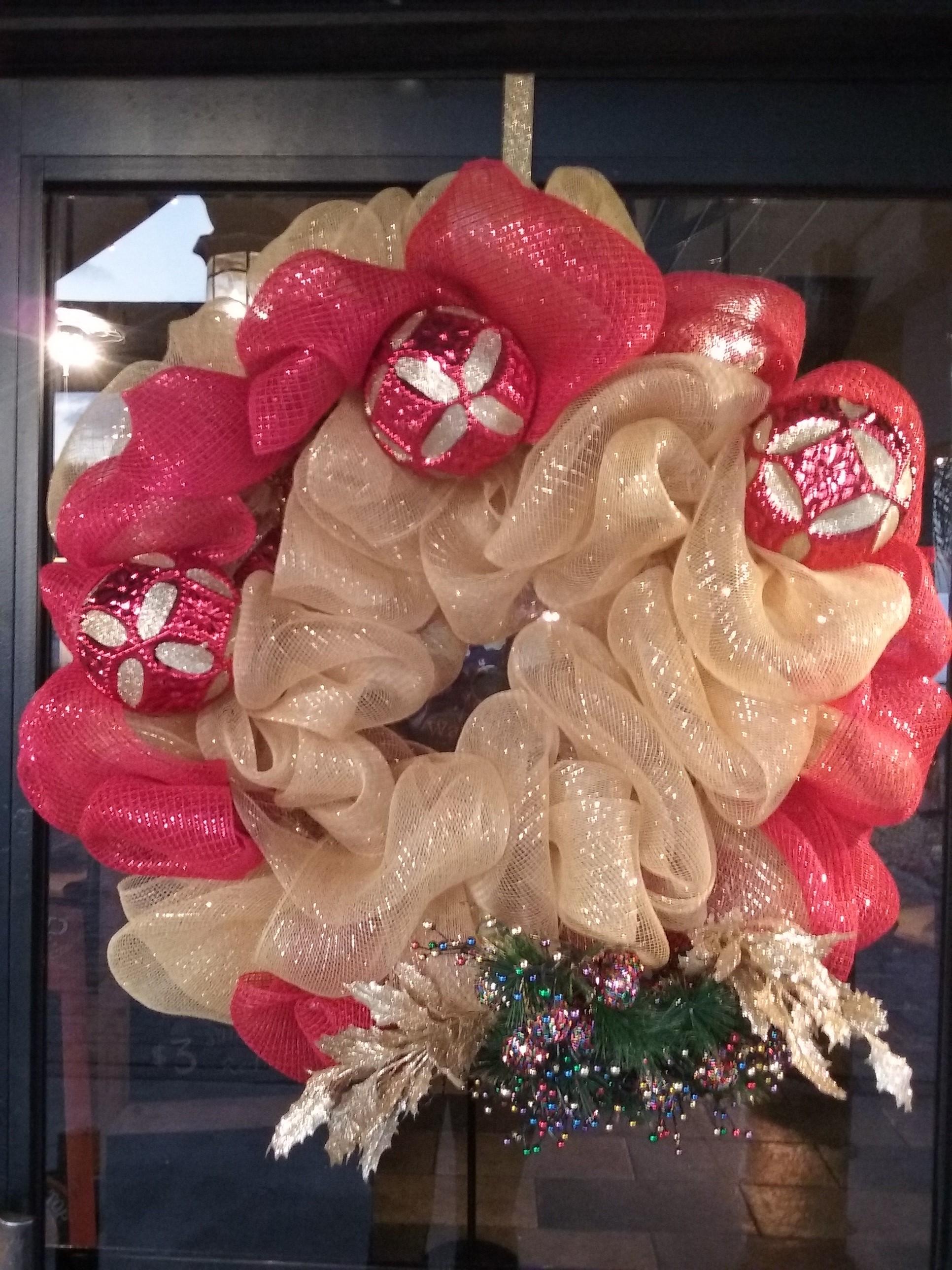 Gorgeous Christmas wreath for us!